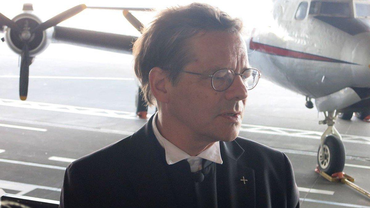 Bischof Dröge besucht Flüchtlinge auf dem Tempelhofer Feld