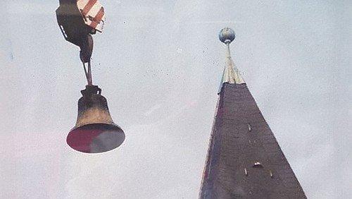 Johanneskirche Schlachtensee: 750 Jahre alte Vaterunser-Glocke kehrt in den Turm zurück.