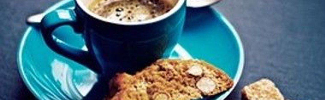 En tår kaffe... Efter alle gudstjenester er der fælleskaffe i café-området og børn er også velkomne.