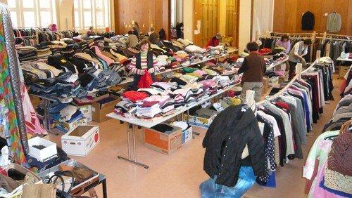 Kleidertrödelmarkt in der Kirchengemeinde Frohnau