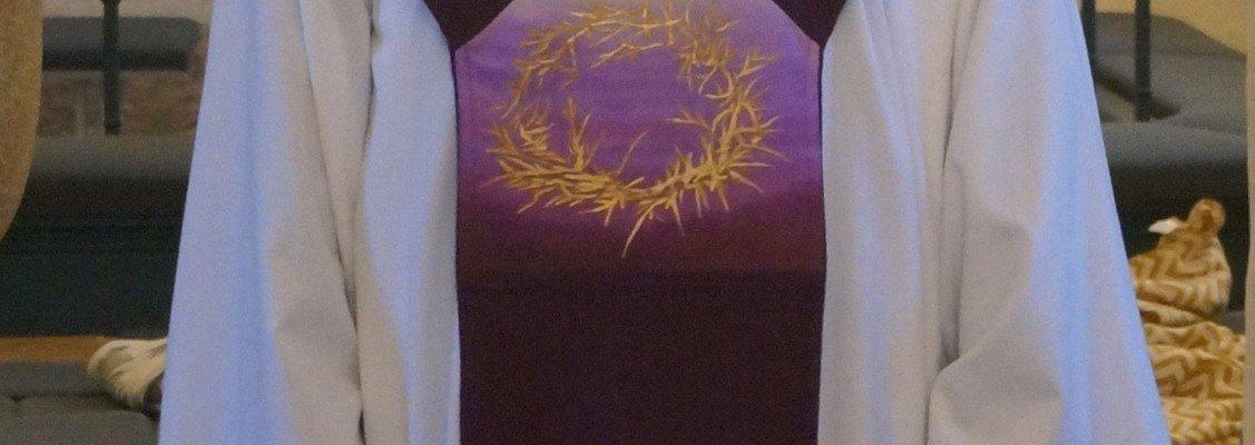 Nye Stolaer til Skelund kirke del 2 - Den violette stola