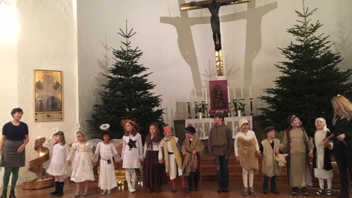 """Fliegende Schafe und ein """"Stern über Bethlehem"""" oder Krippenspiel Zum Heilsbronnen 2018"""