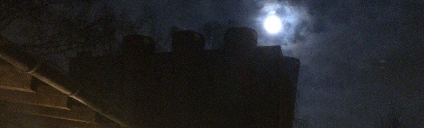 ..når bag sky vi månen skimter