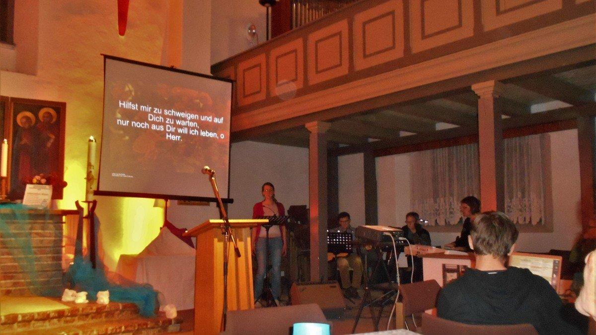 Suche den Frieden - Gottesdienst mal anders ermutigt Friedenssucher