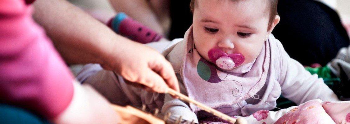 Forlænget forløb med babysalmesang