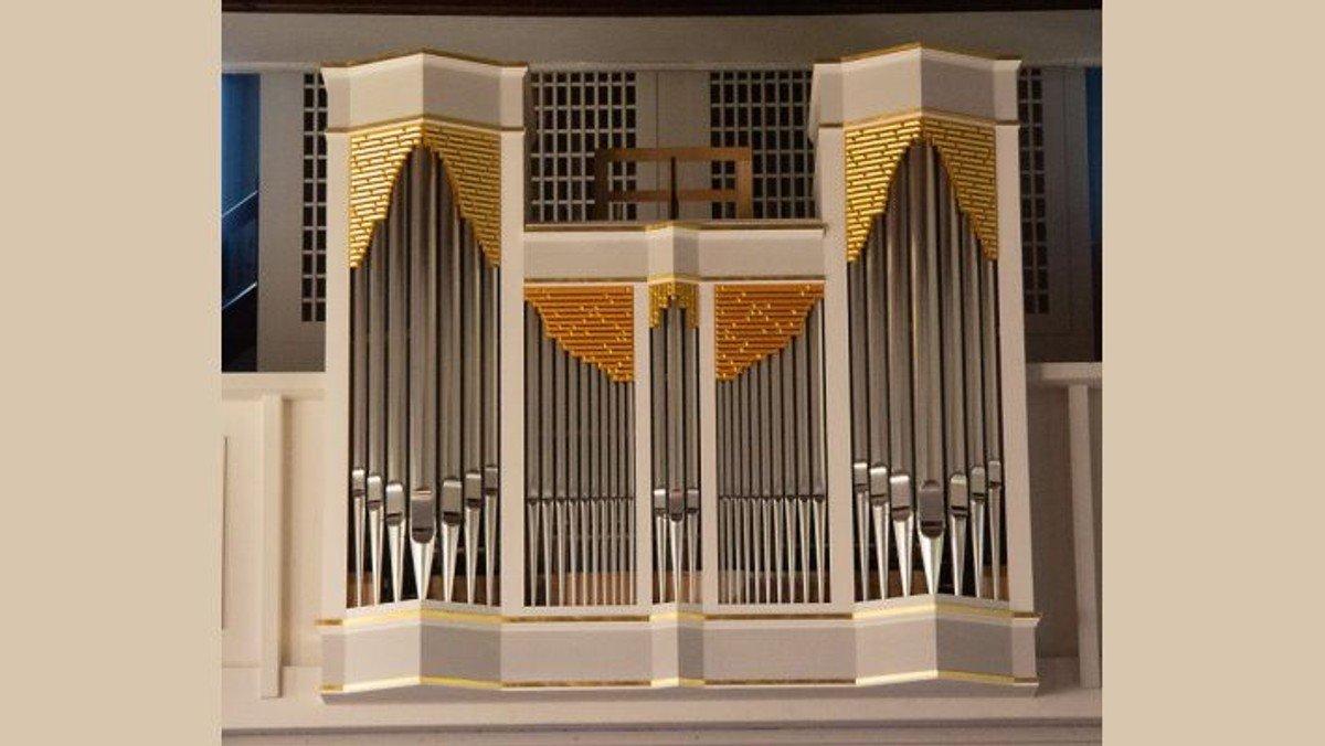 Thomas Sauer, der ehem. Domorganist der St. Hedwigskathedrale, spielte am Reformationstag ein Orgelkonzert in Schönefeld