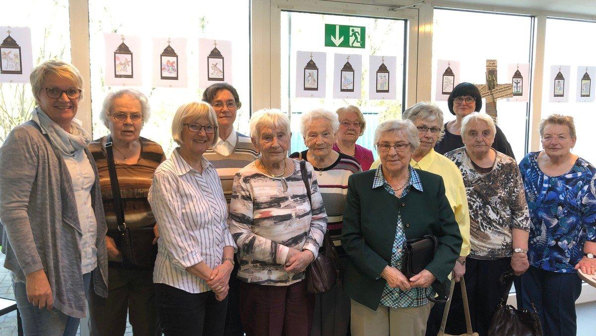 Kreuzweg von Seniorinnen gestaltet