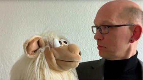 Im Gespräch: Pfarrer Jean-Otto Domanski und das Schaf Violetta