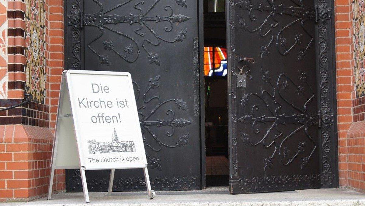 Freiburger Studie zeigt: sinkende Zahlen bei Kirchenmitglieder und Kirchensteuern