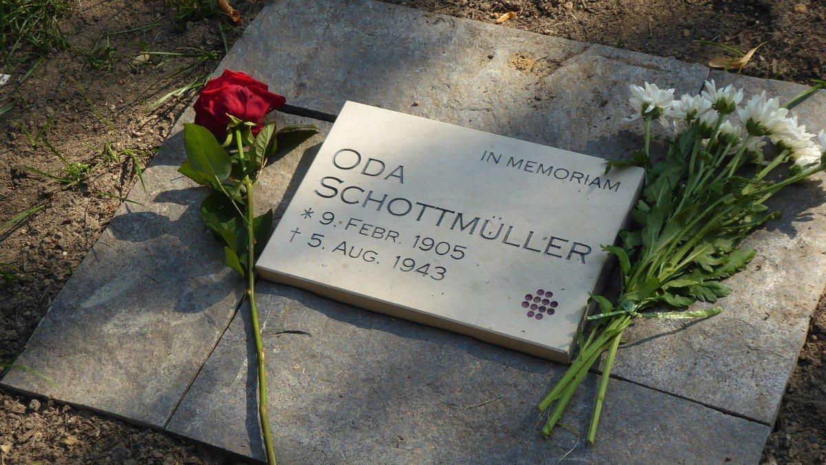Gedenksteine für Frida und Oda Schottmüller