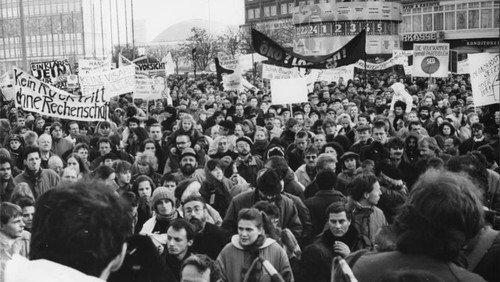 """Ausstellung """"Von der Friedlichen Revolution zur deutschen Einheit"""""""