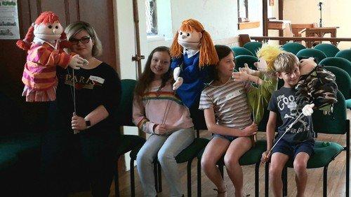 Summer puppet club