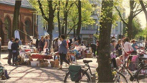 Trödelmarkt vor der Heilandskirche