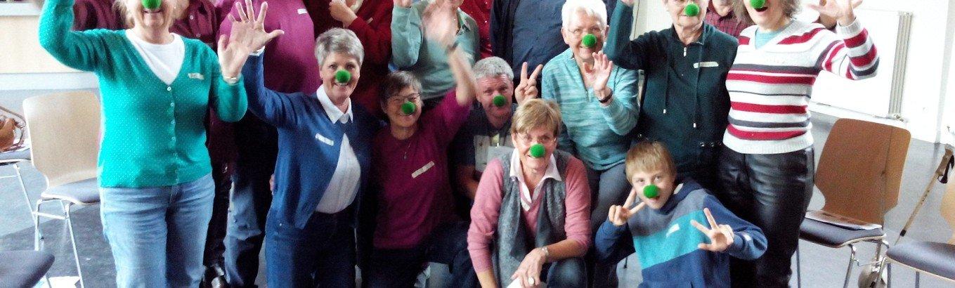 Mit Federn und Luftballons - Ehrenamtliche besuchen alte Menschen