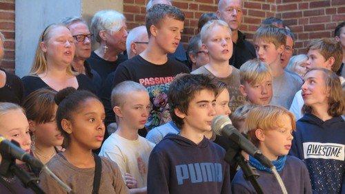 Vi sang med Mø