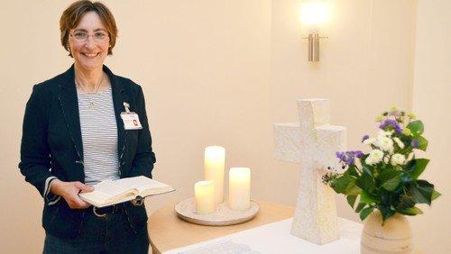 Krankenhausseelsorge bekommt neues Klavier und Altartücher