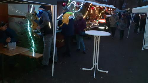 Viele helfende Hände - Adventsmarkt Ölsburg