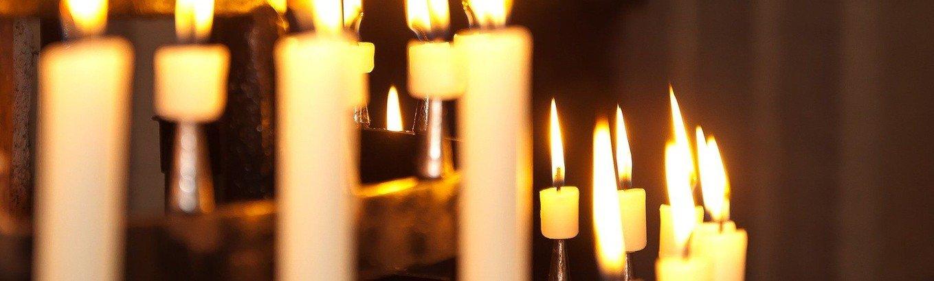 Glockenläuten und Kerzenlicht täglich 20 Uhr