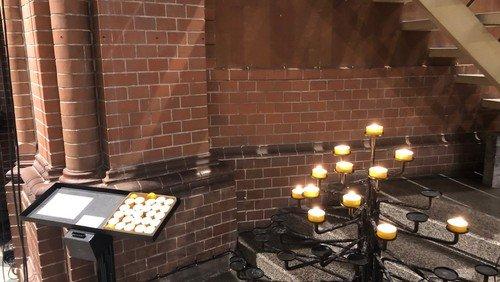 #WirSindDa: Kirchen öffnen für Gebete und Kerzen
