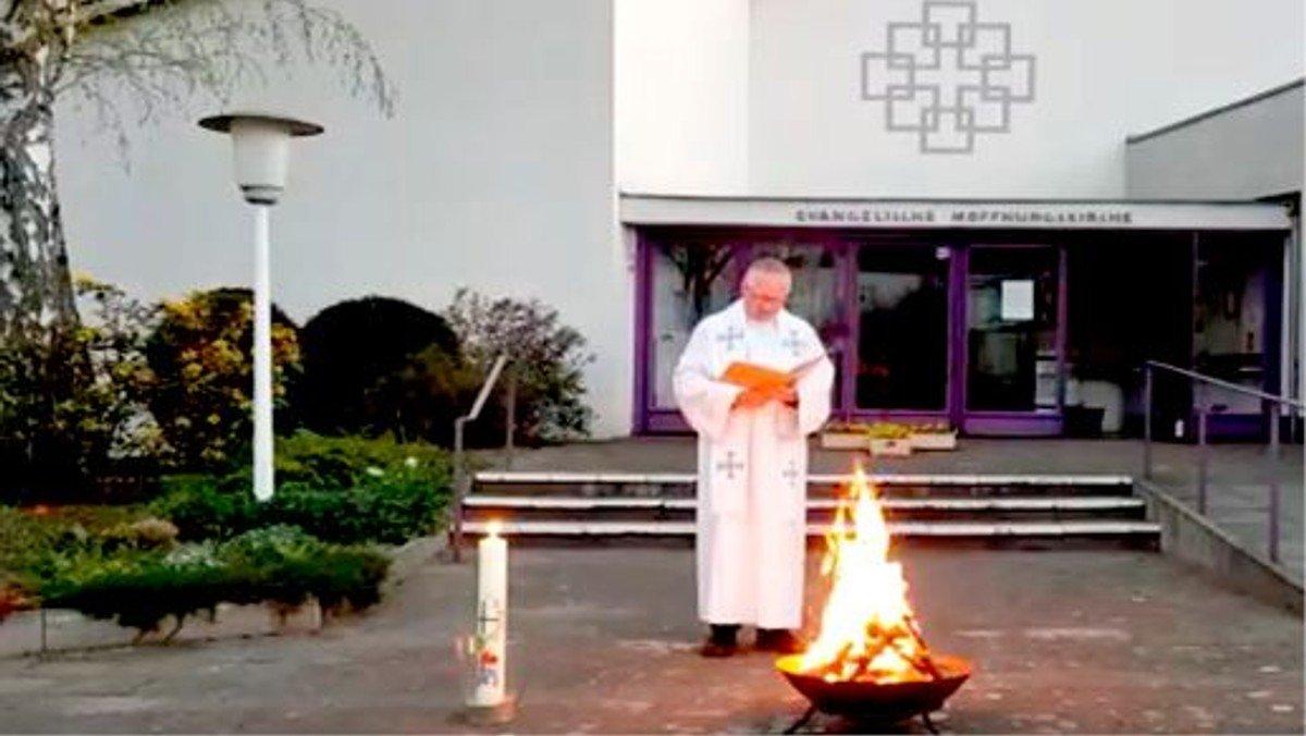Osterfeuer am Auferstehungsmorgen
