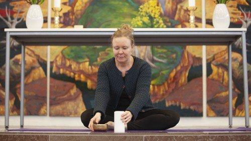 KirkeYoga med yogalærer Hanna Smidt