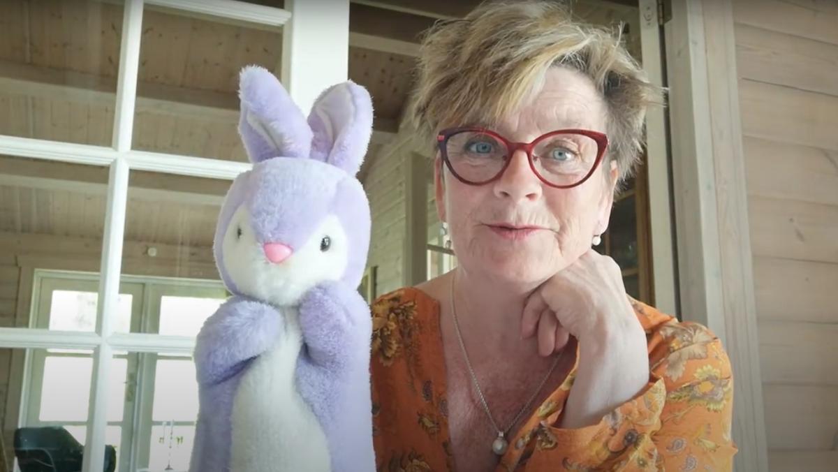 Charlotte Falmer fortæller for børn