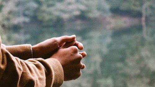 Hvorfor skaber bøn mening? Få tips til at bøn og stilhed - Store Bededag 2020