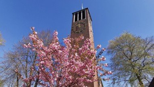 Sonntags um 11:00 wird wieder Gottesdienst gefeiert in der Auferstehungskirche