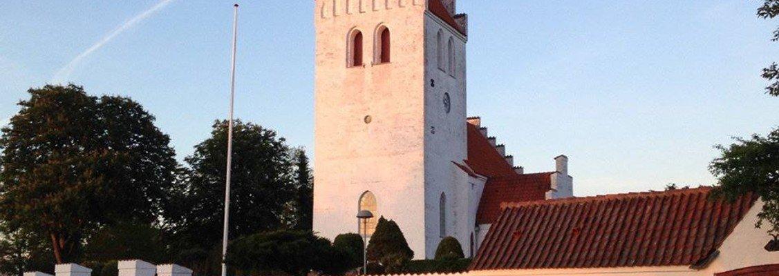 Kirkerne åbner (så småt) op