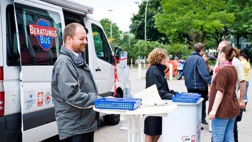 Trotz Corona – Beratungsbus steuert Berliner Jobcenter an