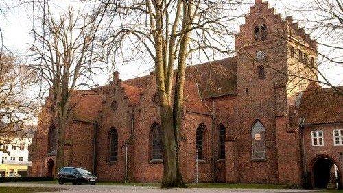 Kirkens åbningstider