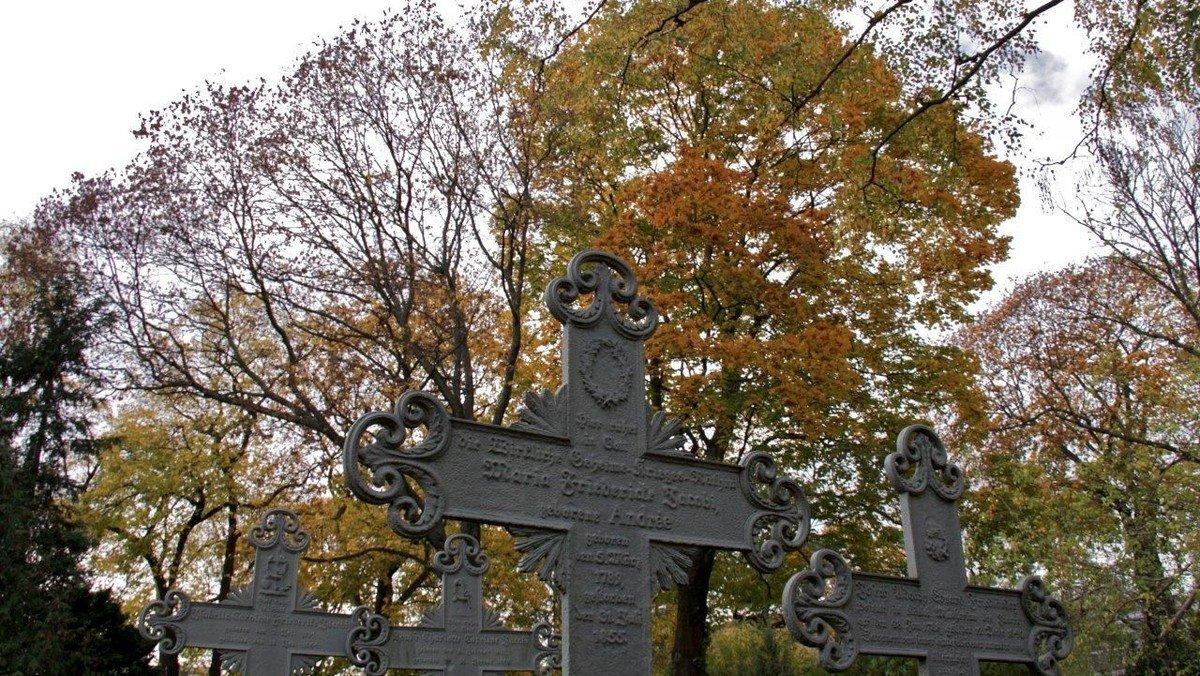 Stiftung Historische Friedhöfe hat 34 Begräbnisstätten restaurieren lassen