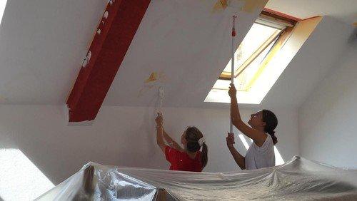 Jugendraum mit neuer Farbe aufgehübscht