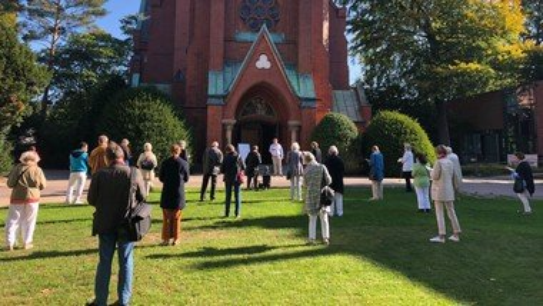 Endlich wieder singen - draußen vor der Kirche!