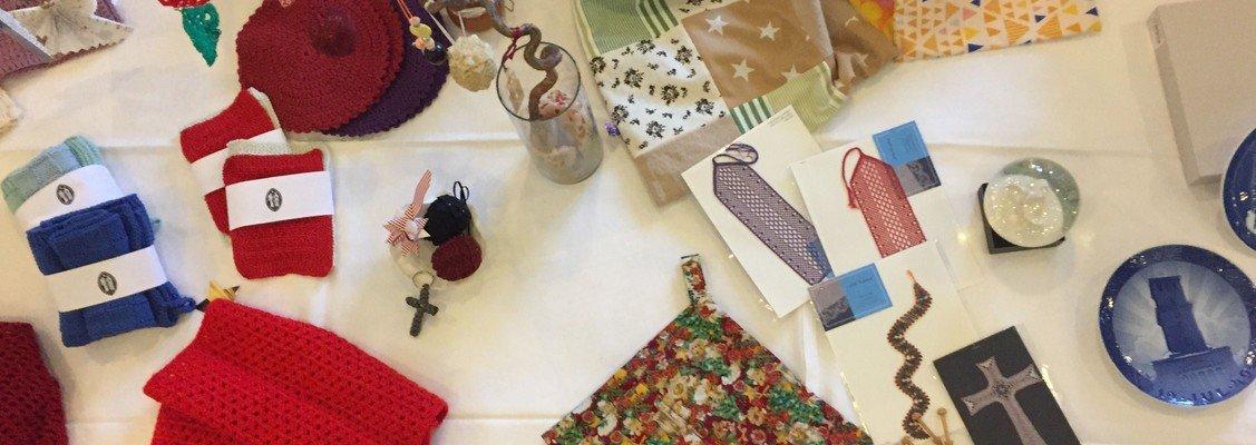 Julevarer til salg - overskuddet går til julehjælp