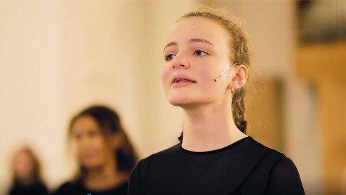 Brønshøj Kirkes Pigekor synger 'Vær velkommen, Herrens år'