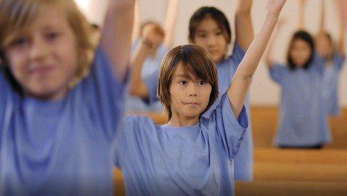 Brønshøj Kirkes Børnekor synger 'Engle og kanoner'