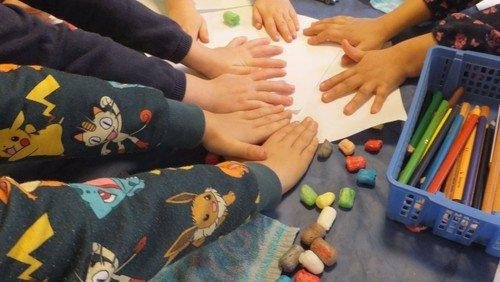 Kinder malen Bilder