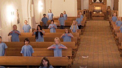 Brønshøj Kirkes Børnekor synger 'Dejlig er den himmel blå'.