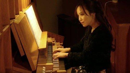 Musik zum Krippenspiel - Kirchenmusikerin spielt Weihnachtsmusik auf YouTube