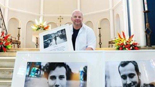 Bruder Franziskus zeigt Fotos über sexuelle Vielfalt