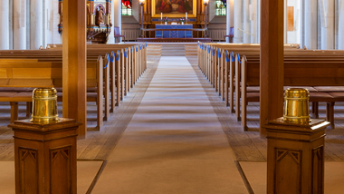 Højmesse i Simeons Kirke og Sankt Johannes Kirker hver søndag