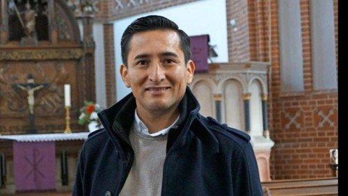 Begrüßung von Pfarrer Brayan Quispe-Cárdenas