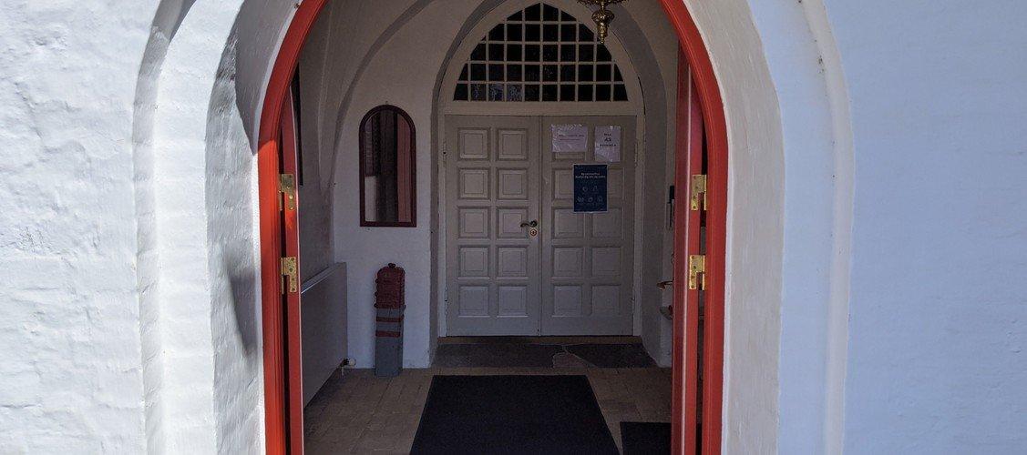 Nibe Kirke er igen åben i hverdagene