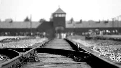 Die Erinnerung lebendig halten.       Heute jährt sich der Tag der Befreiung des Konzentrationslagers Auschwitz durch die Rote Armee zum 76. Mal