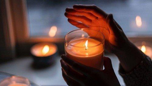 #Lichtfenster - Solidarität mit Corona-Opfern und ihren Angehörigen