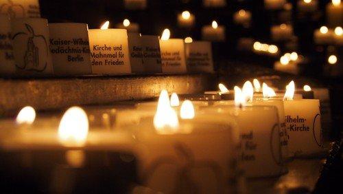#lichtfenster - Ein Zeichen der Solidarität für die Coronaopfer