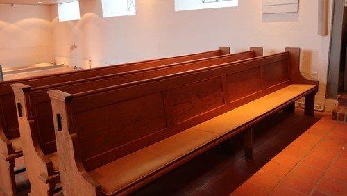 Letzte Chance verpasst - alle Kirchenbänke sind weg