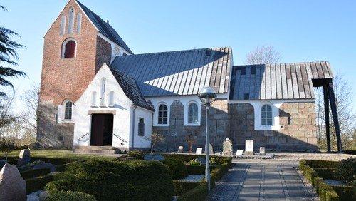 Nyt tag på Hellum Kirke