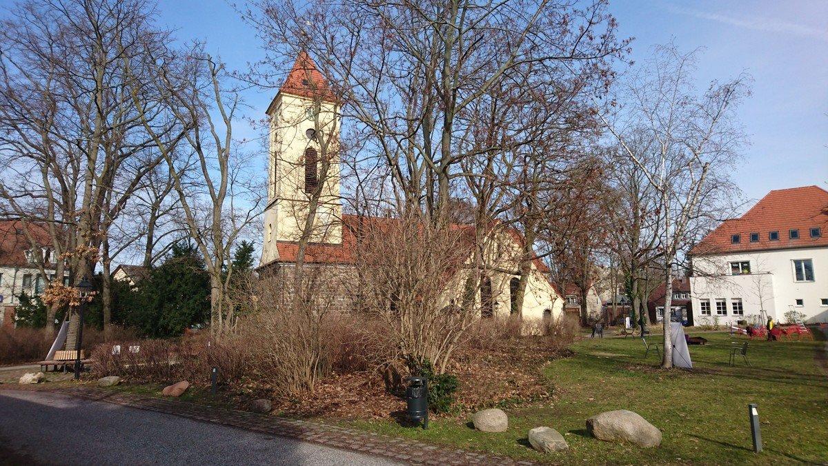 Rudower Kreuzweg - 7 Wochen bis Ostern - einen anderen Kreuzweg gehen im Kirchgarten der Dorfkirche